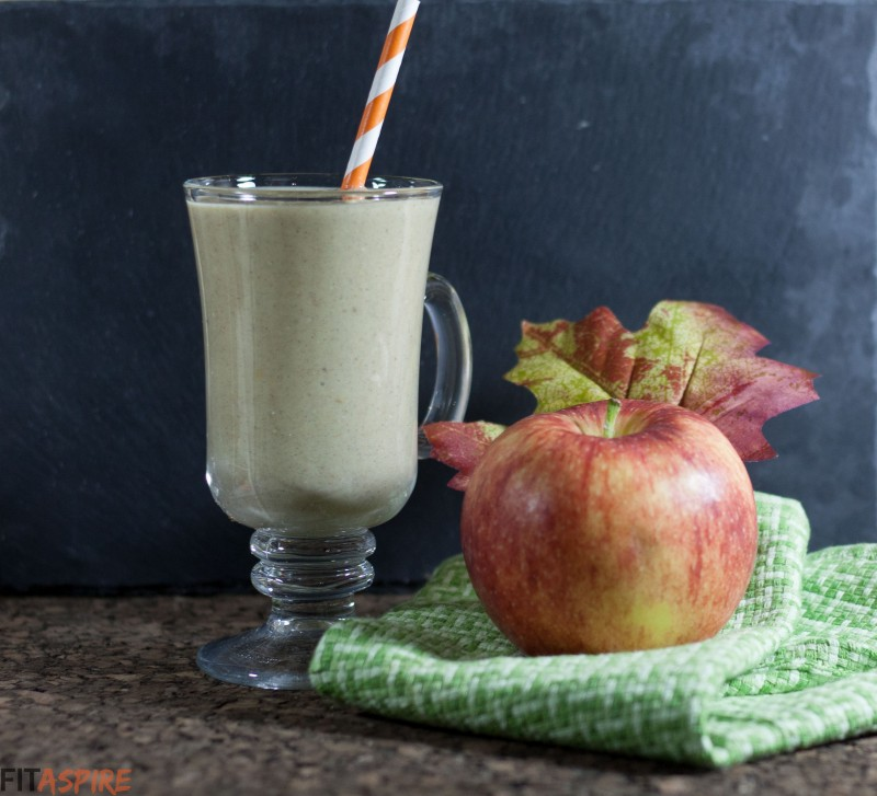 Apple Crisp Smoothie // FITaspire.com